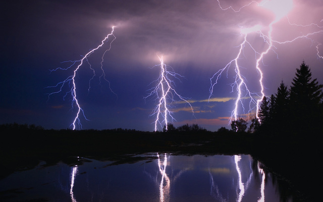 微软Windows10壁纸-自然壁纸-Microsoft Windows Wallpaper Nature-Lightning